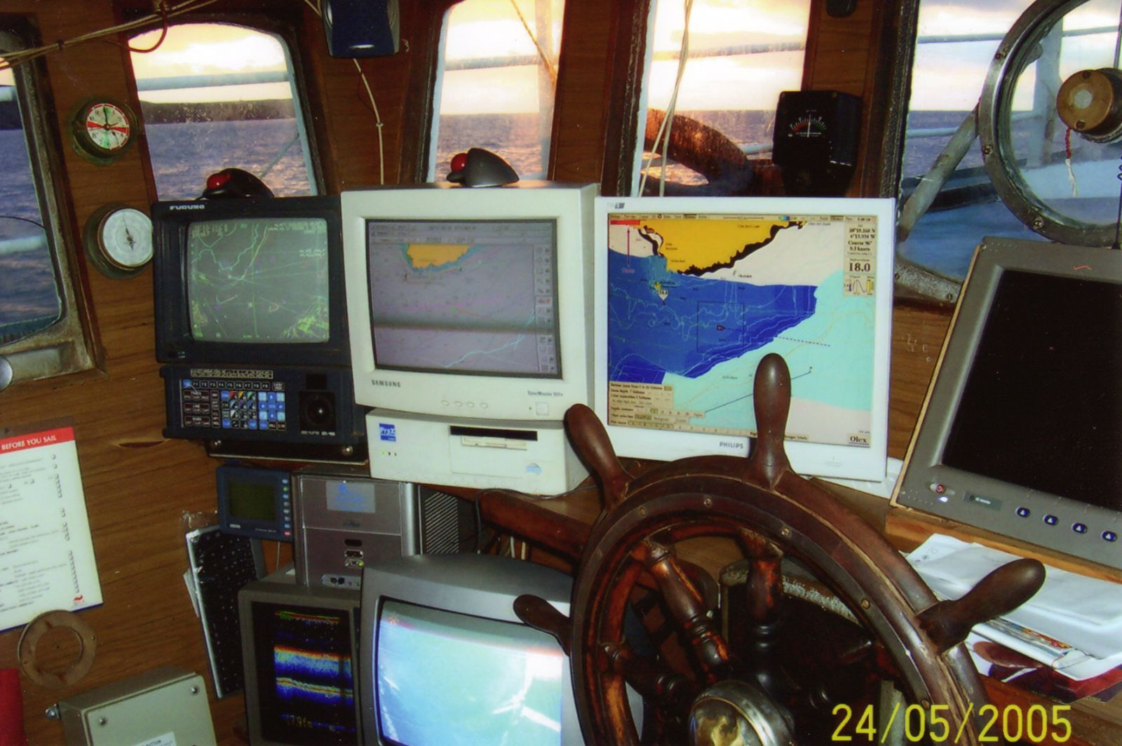 Pisces SY838 wheelhouse looking to Port