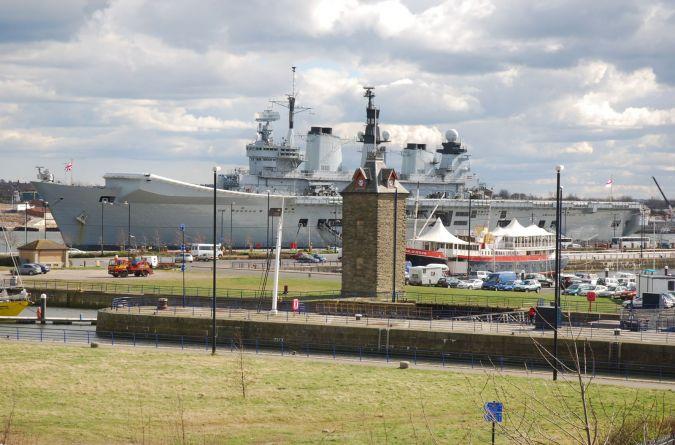 HMS Illustrious R06
